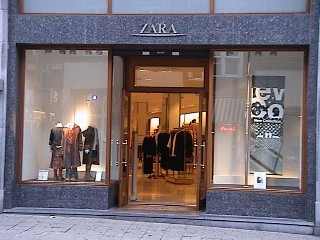 Vitrine : ZARA INTERNATIONAL
