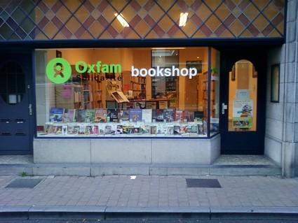 Vitrine : OXFAM-BOOKSHOP